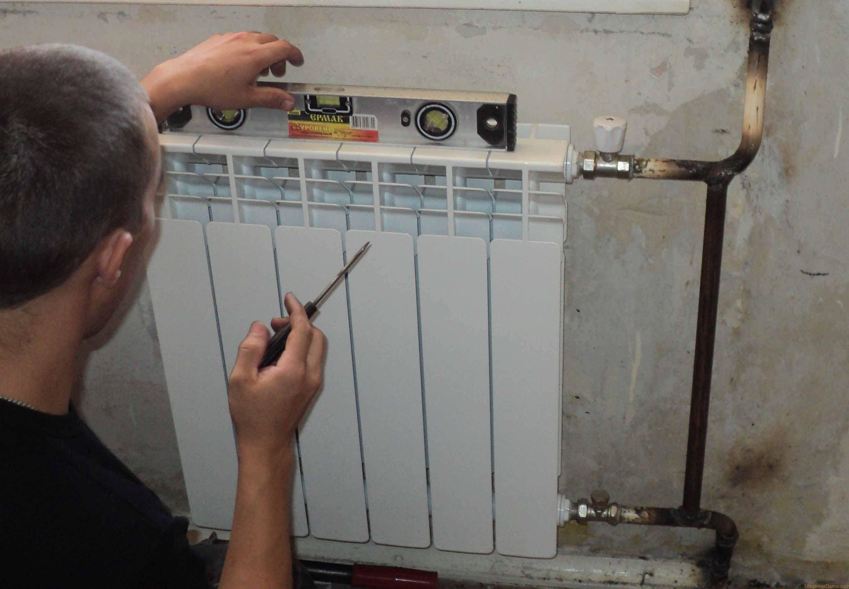 Установка батарей отопления в частном доме: монтаж радиаторов, как установить, правильно поставить