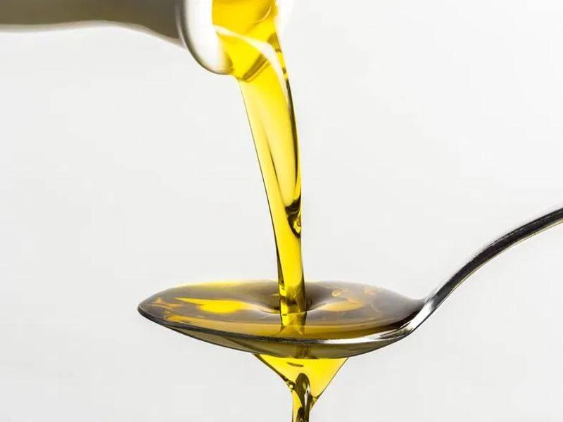 Зачем в раковину заливают подсолнечное масло: устранение запахов, нюансы очистки труб