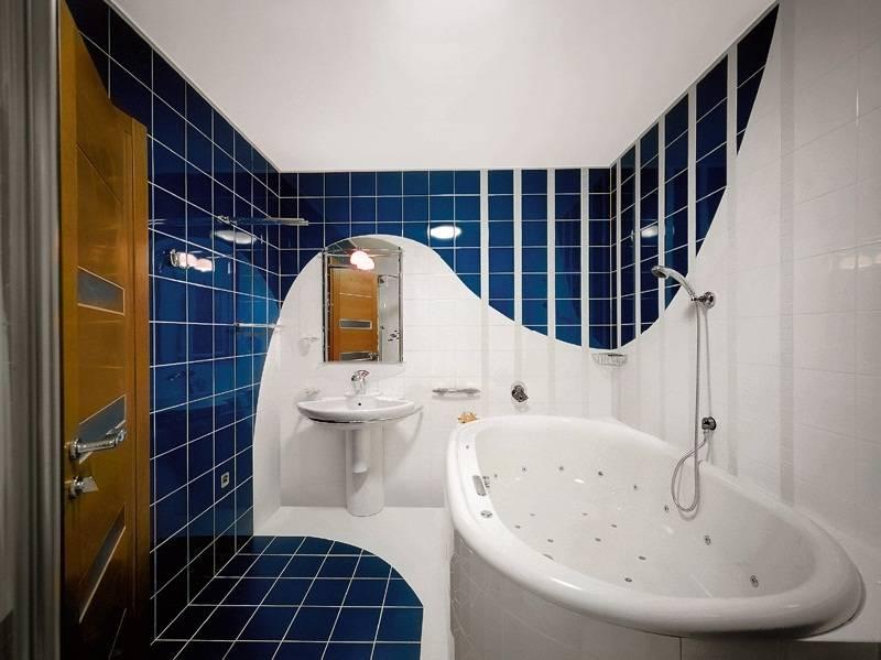 Дизайн маленькой ванной комнаты 2020: яркие современные идеи - 50 фото