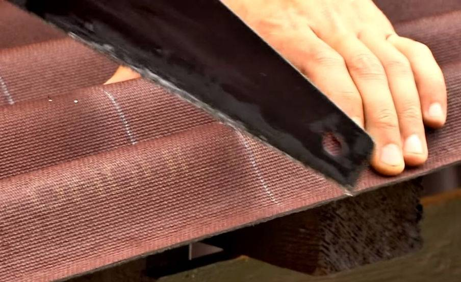 Покрытие крыши ондулином своими руками: подробная инструкция