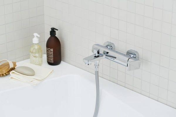 Черный смеситель: высокий встраиваемый вариант «ретро» под «золото» для раковины в ванной, как очистить продукт черного цвета от пятен, отзывы о продукции kludi