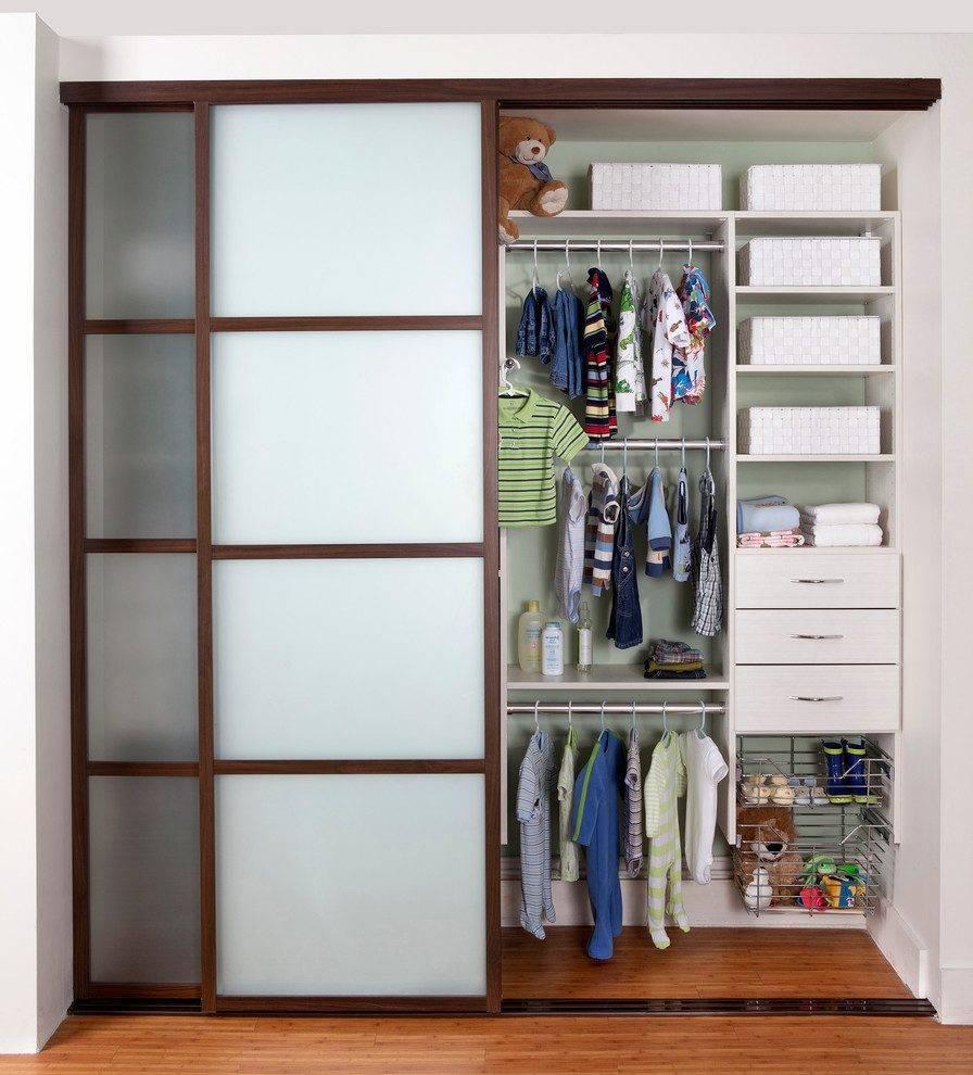Виды раздвижных дверей в гардеробную, советы по выбору