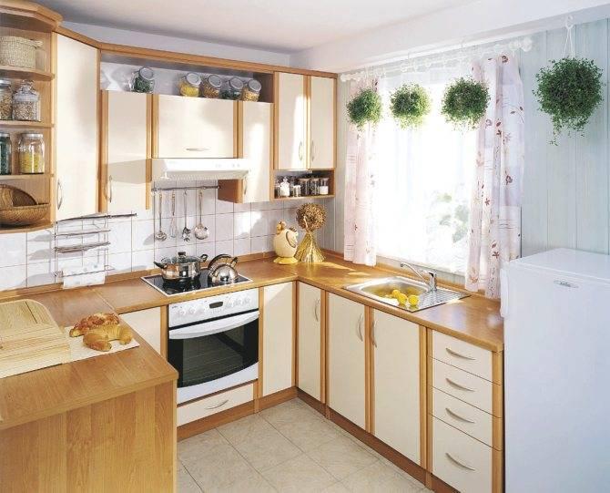 Угловая кухня с окном (43 фото): варианты дизайна г-образной кухни с окном посередине в частном доме. особенности кухонного гарнитура с подоконником