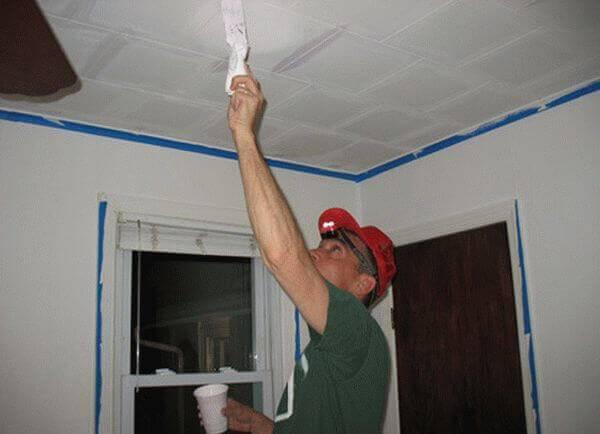 Все о покраске потолочной плитки из пенопласта