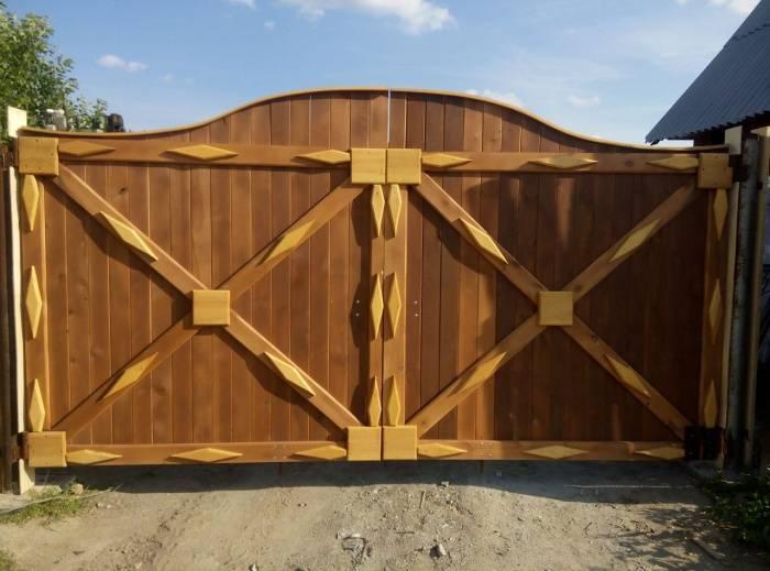 Деревянные ворота: распашные, откатные, подомные конструкции, выполненные своими руками