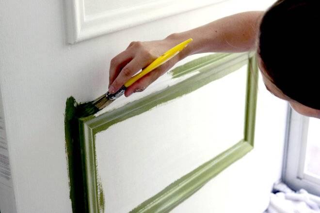 Новая жизнь для старой двери с помощью быстросохнущей краски
