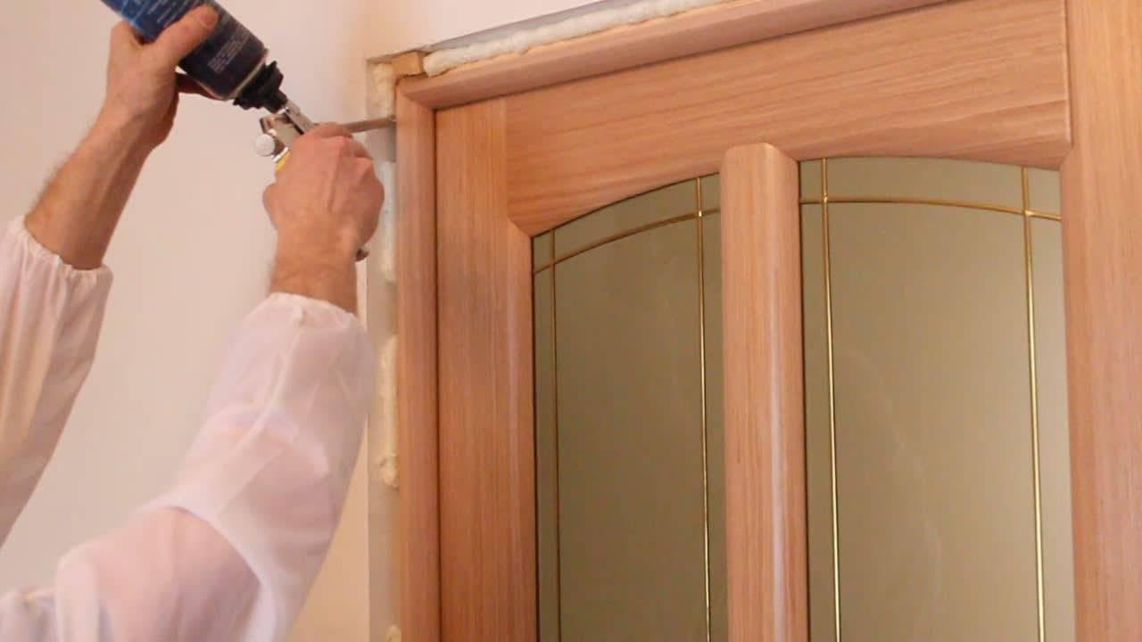 Установка межкомнатных дверей своими руками: как правильно рассчитать размеры и установить двери (95 фото)