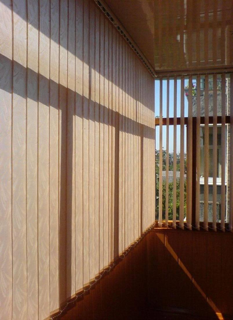 Выбираем лучшие жалюзи на балкон