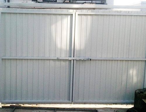 Упор для ворот гаража от ветра – основные особенности и разновидности конструкций, 13 фото с процессом изготовления и примерами работ
