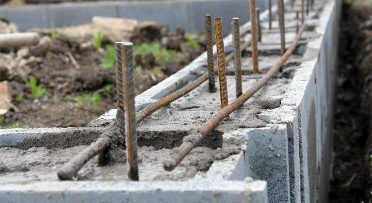 Какой песок нужен для подушки под фундамент: речной или карьерный