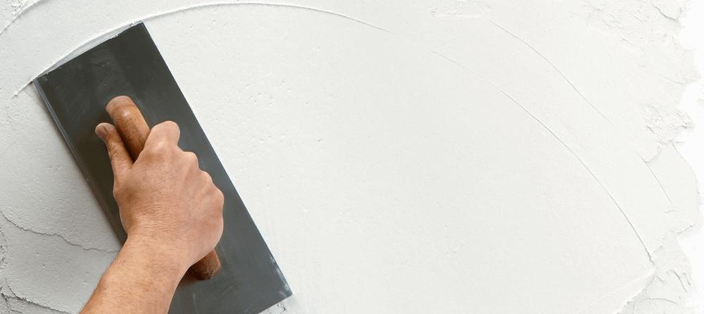 4 вида декоративной штукатурки и расчёт расхода смеси при отделке стен в помещении