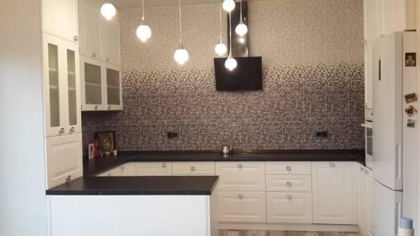 Дизайн кухни без верхних шкафов и фото различных моделей
