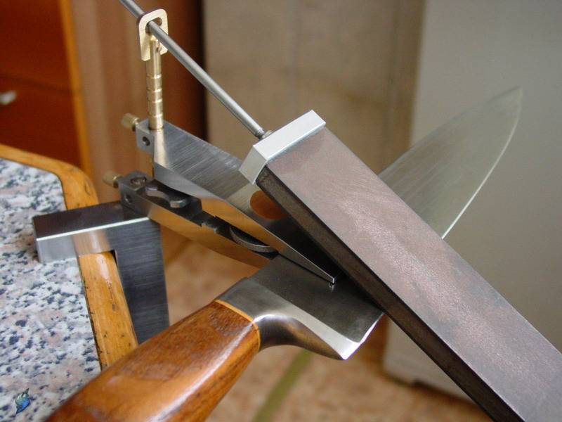 Как сделать приспособление для заточки ножей своими руками?
