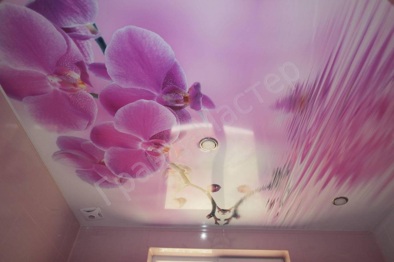 Красивые варианты натяжного потолка в спальне