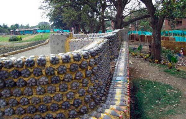 Как сделать забор из пластиковых бутылок для сада и огорода : Обзор +Фото и описание - Пошагово