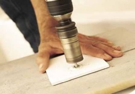 Выясняем, как и чем просверлить кафельную плитку: выполнение отверстий без ущерба для интерьера
