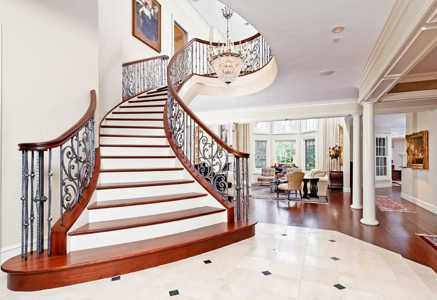 Сложности, особенности и правила дизайна прихожей с лестницей