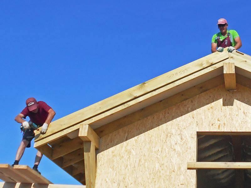 Ветровые планки для профнастила (28 фото): торцевые и другие виды, их монтаж на крышу дома. стандарт размеров досок для кровли из профлистов