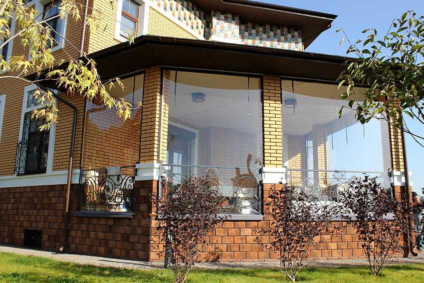 Раздвижные окна из поликарбоната для беседки | housedb.ru