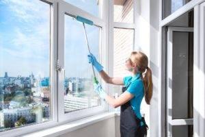 15 способов, чем помыть окна без разводов в домашних условиях