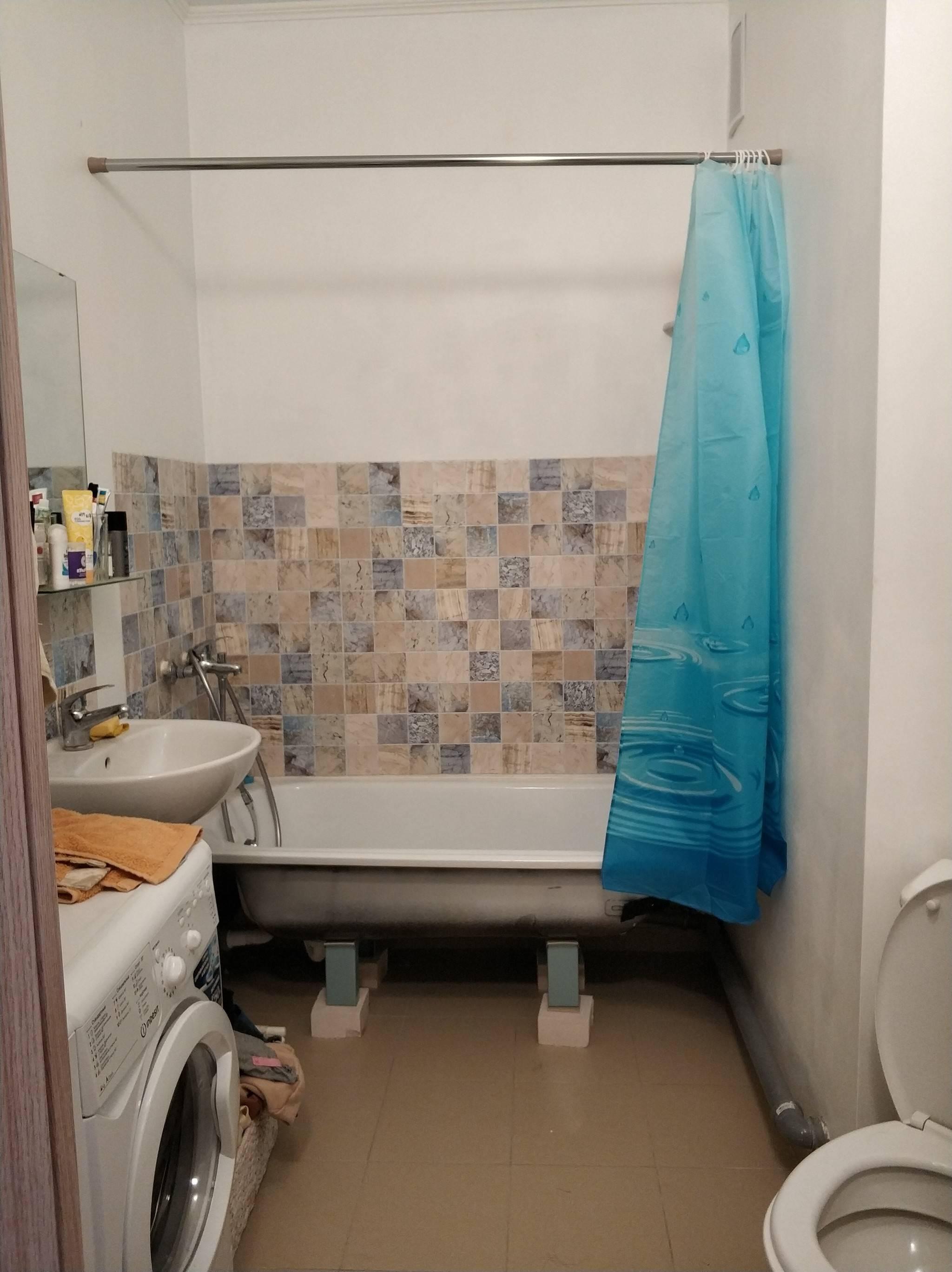 Муж сделал в ванной ? ремонт и положил плитку. фото до/после?