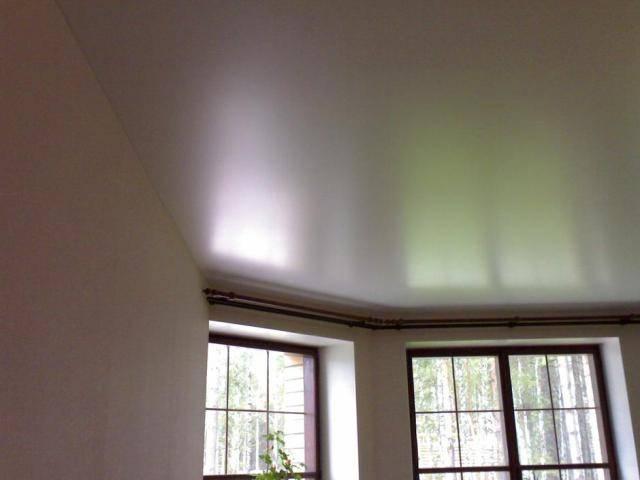 Что собой представляют сатиновые натяжные потолки?