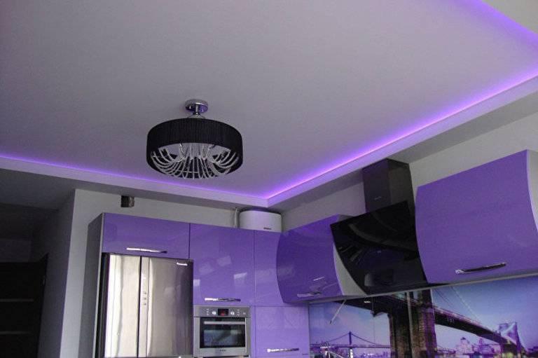 Фотопримеры с различными вариантами дизайна кухонь с натяжными потолками: 70 фото