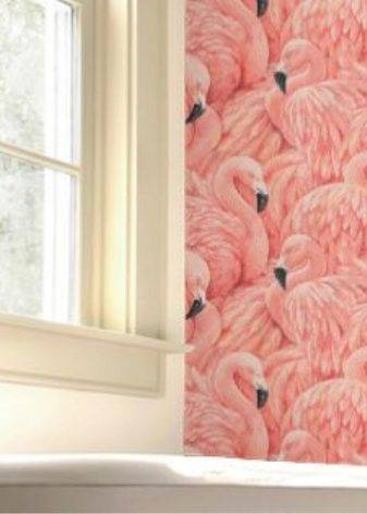 Обои фламинго (23 фото): рисунки с розовыми птицами на стене в интерьере