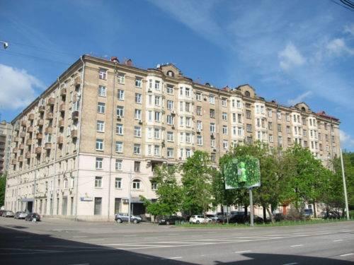 Какова стандартная высота потолков в квартирах и домах?