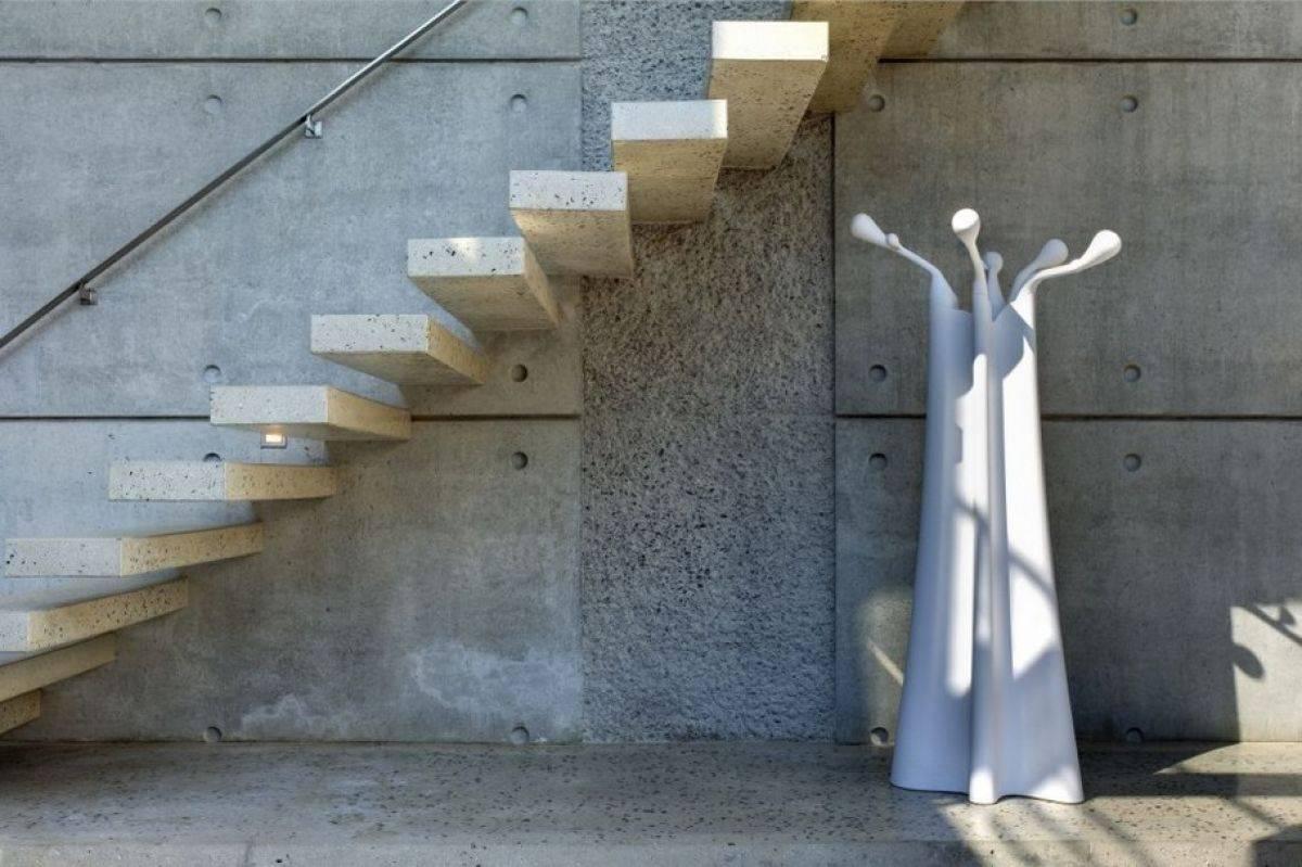 Консольная лестница: особенности конструкции и преимущества