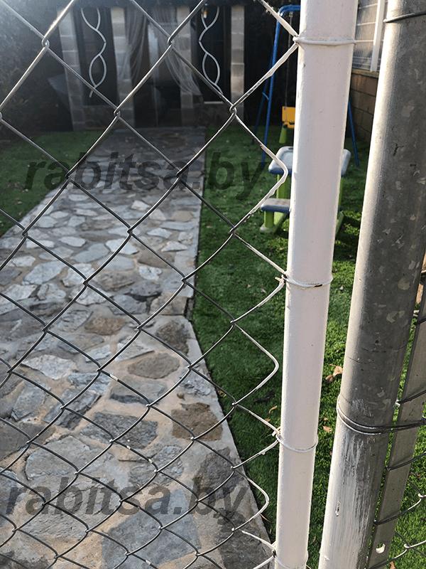 Забор из сетки рабицы: пошаговая инструкция