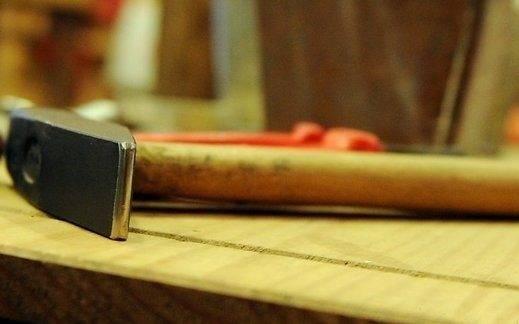 Как убрать скрип деревянного пола в квартире: почему скрипят доски, как устранить неприятный звук