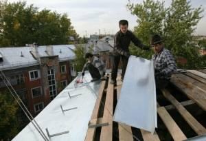 Что делать, если течёт крыша в частном доме и в многоквартирном