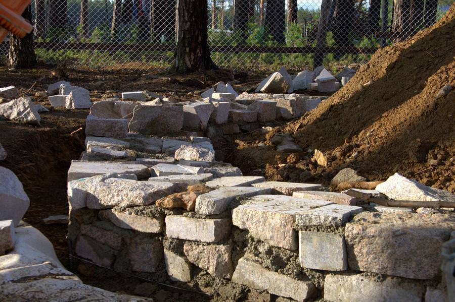 Прочность фундамента из бутового камня и его возведение