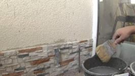 Как клеить декоративный камень на обои – какой камень выбрать, монтаж