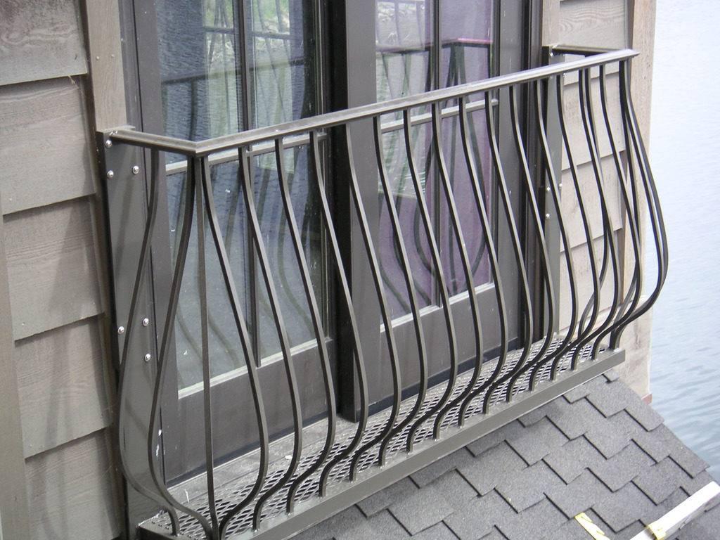 Французский балкон (62 фото): кованый балкончик или лоджия в хрущевке, двери и жалюзи, что это такое
