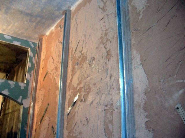 Выравнивание потолка и штукатурка своими руками под покраску