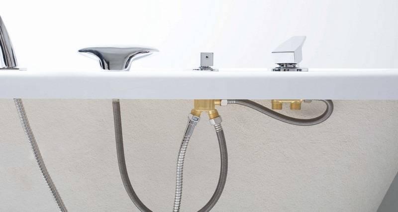 Ванна с отверстием под смеситель, ванная со смесителем на борту (фото)