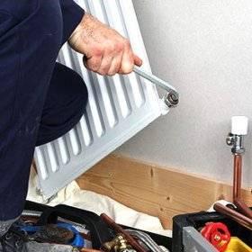 Кто должен ремонтировать и менять батареи отопления в квартирах, как сделать замену бесплатно?
