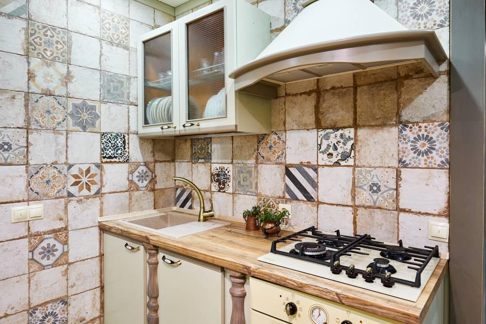 Делаем фартук из плитки на кухне: пошаговая инструкция с фото