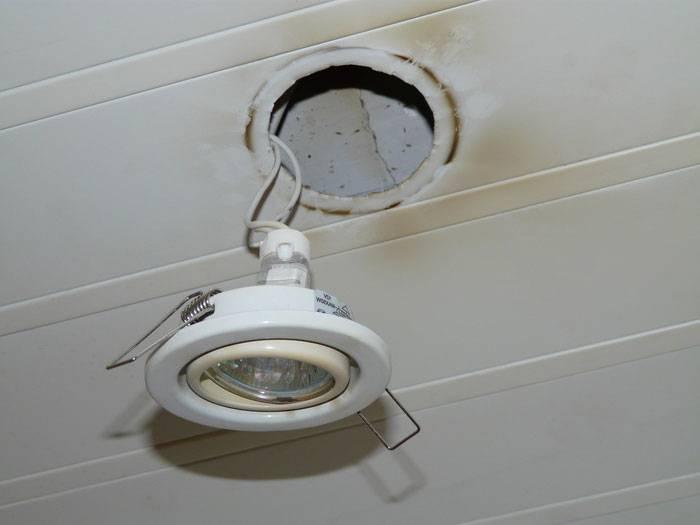 Как поменять лампочку на подвесном потолке самостоятельно советы