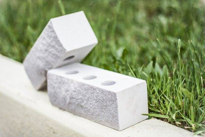 Силикатный кирпич (43 фото): характеристики, состав, минусы и плюсы. сколько в кубе кирпича и чем он отличается от керамического?