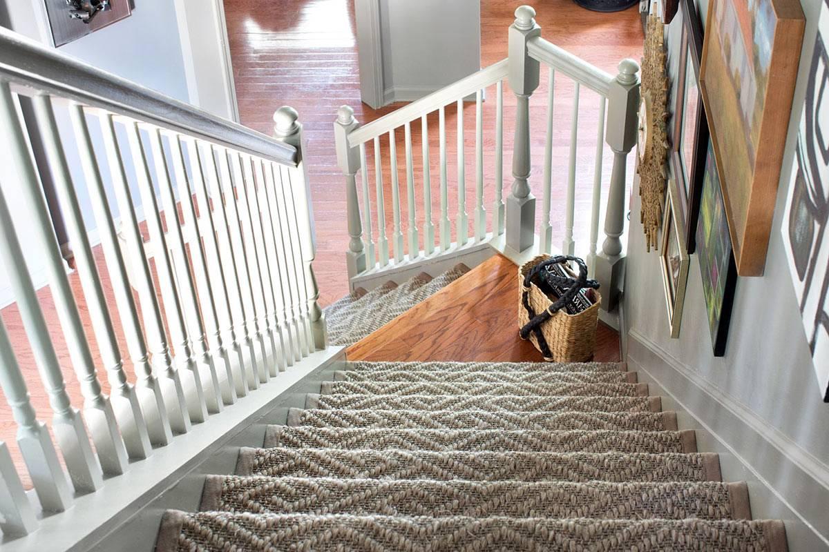 Отделка лестницы ковролином — технологии крепления, фото