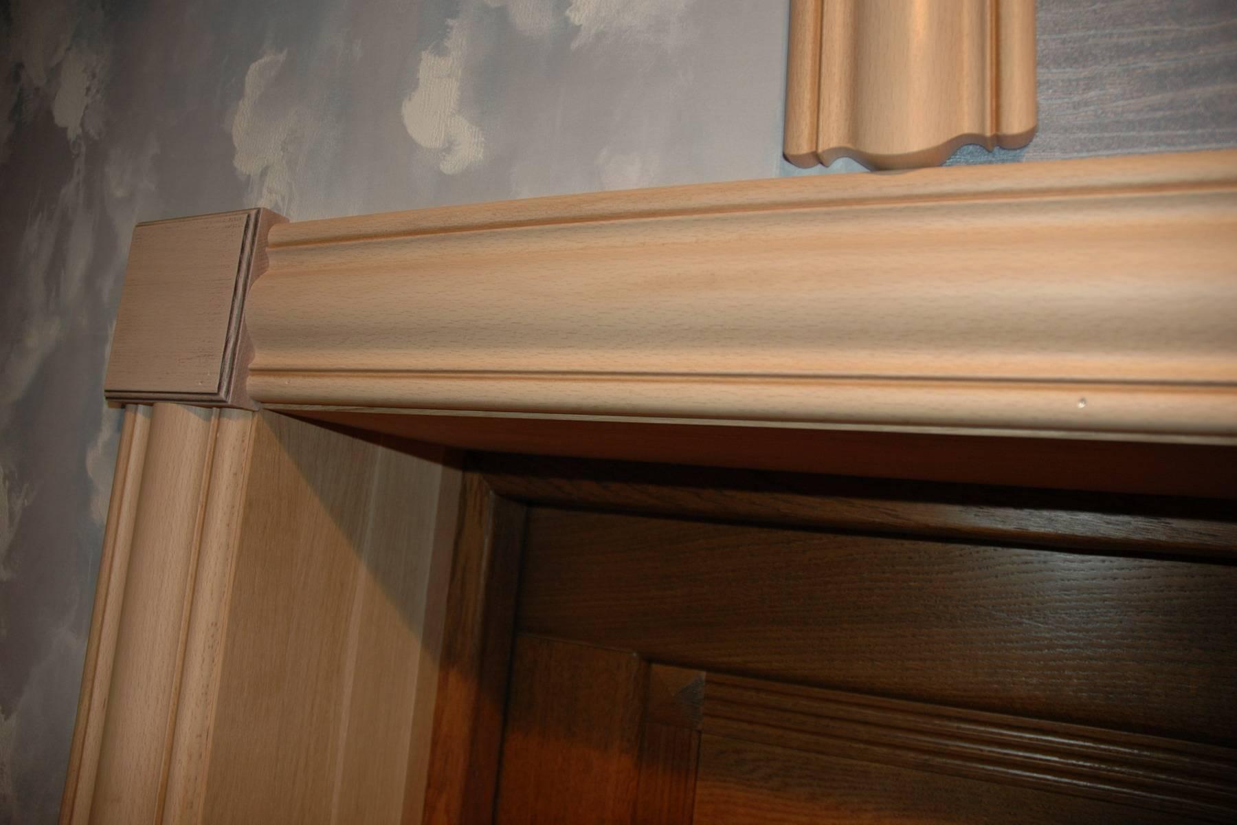 Процесс установки доборов на входные металлические двери