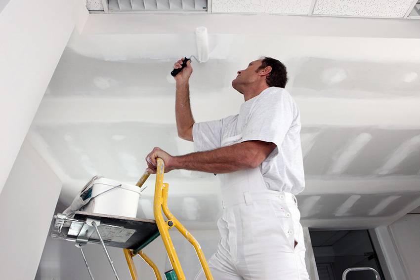 Как покрасить потолок без разводов: как правильно красить потолок акриловой, латексной, водоэмульсионной красками