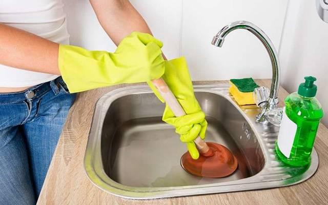 Засорилась раковина на кухне что делать: народные и механические способы, как прочистить