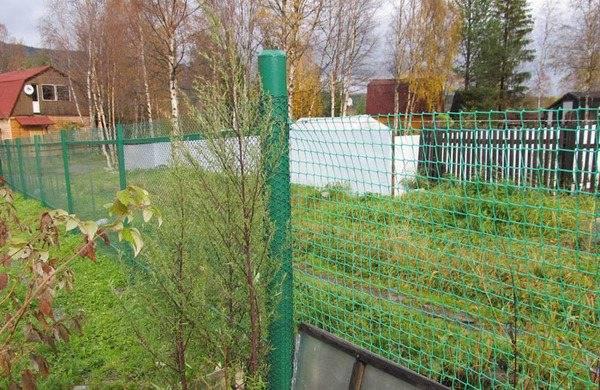 Забор из сетки рабицы своими руками - пошаговая инструкция с фото, схемами и видео