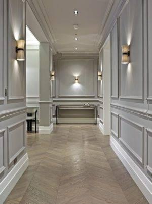 Молдинги на стенах в интерьере гостиной: что это такое, декоративные планки в спальне и на кухне, дизайн в коридоре - 28 фото