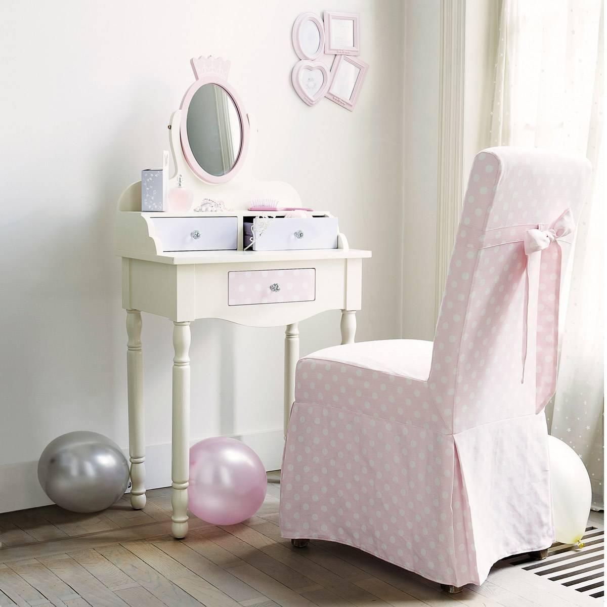 Как выбрать ребенку туалетный столик?