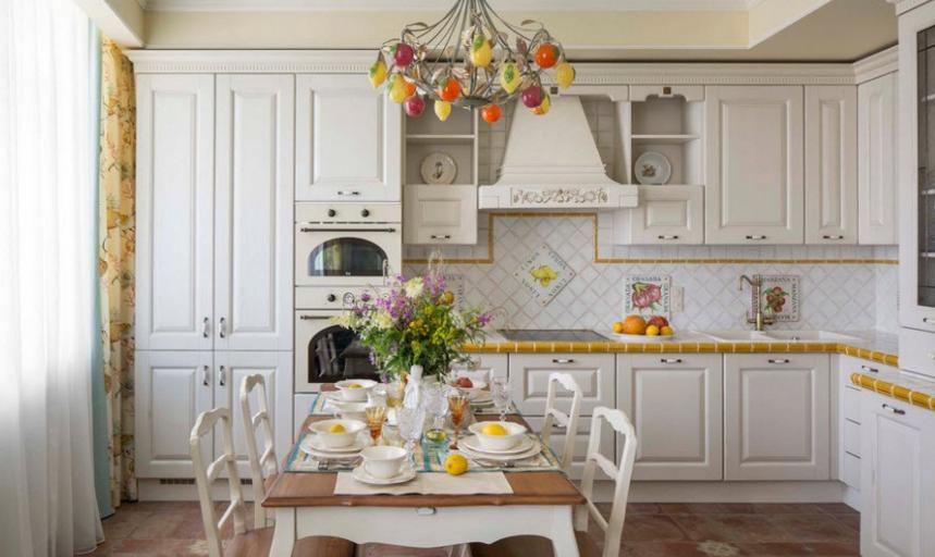 Дизайн маленькой гостиной кухни, с деревянной столешницей